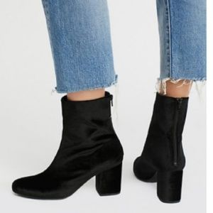 Free People black velvet ankle booties size 7
